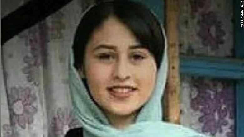 """O fată de 14 ani, ucisă """"din onoare"""" de tatăl ei: care e motivul. Reacția președintelui Iranului"""