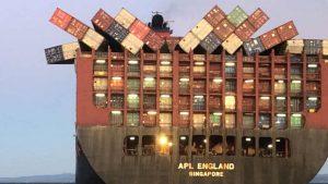 40 de containere au căzut în ocean