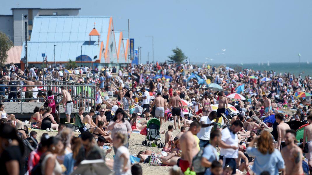 Americanilor nu le pasă de Coronavirus și iau cu asalt plajele și piscinele. Uite cum s-au distrat weekendul trecut