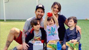 Cum se distrează Messi, în plină epidemie, alături de copii: imagini din casa starului Barcelonei