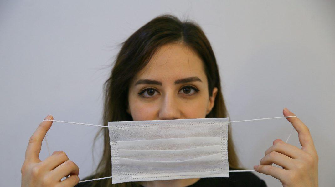 Cum îți afectează tenul masca de protecție. Dermatologul te învață cum să îți salvezi tenul