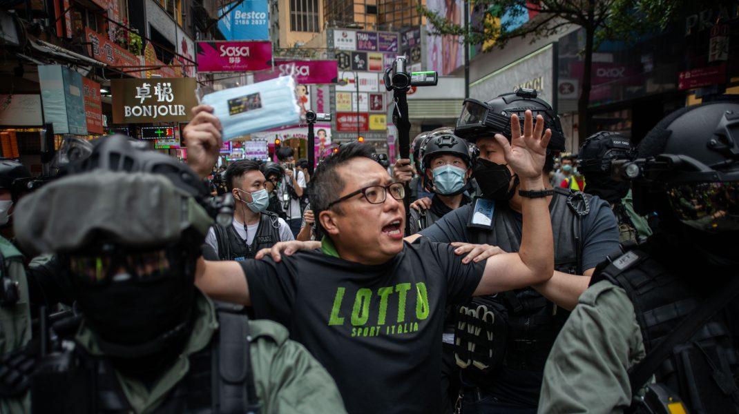 Peste 180 de protestatari aerstați ieri în Hong Kong. Oamenii se tem, dar luptă pentru viitorul lor