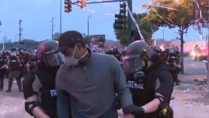 Un jurnalist CNN afro-american a fost arestat în mijlocul unei transmisiuni live la protestele violente din Minneapolis