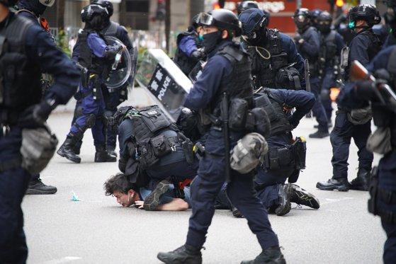 În Hong Kong au avut loc proteste violente: gaze lacrimogene și sute de manifestanţi reţinuţi