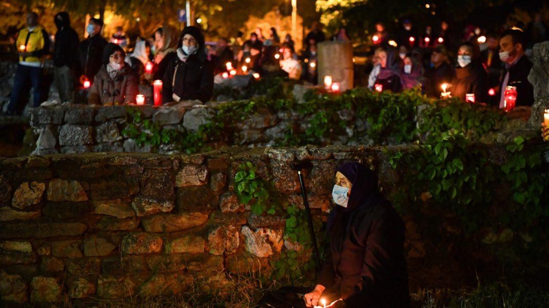 Reacții controversate la Învierea a doua de la Constanţa. Un bărbat l-a huiduit pe ÎPS Teodosie: Nu vă e rușine?