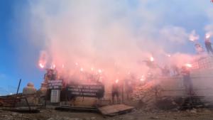 Muntele Caraiman a strălucit după ce fanii Stelei au aprins torțe la Crucea Eroilor: vezi imaginile spectaculoase. VIDEO