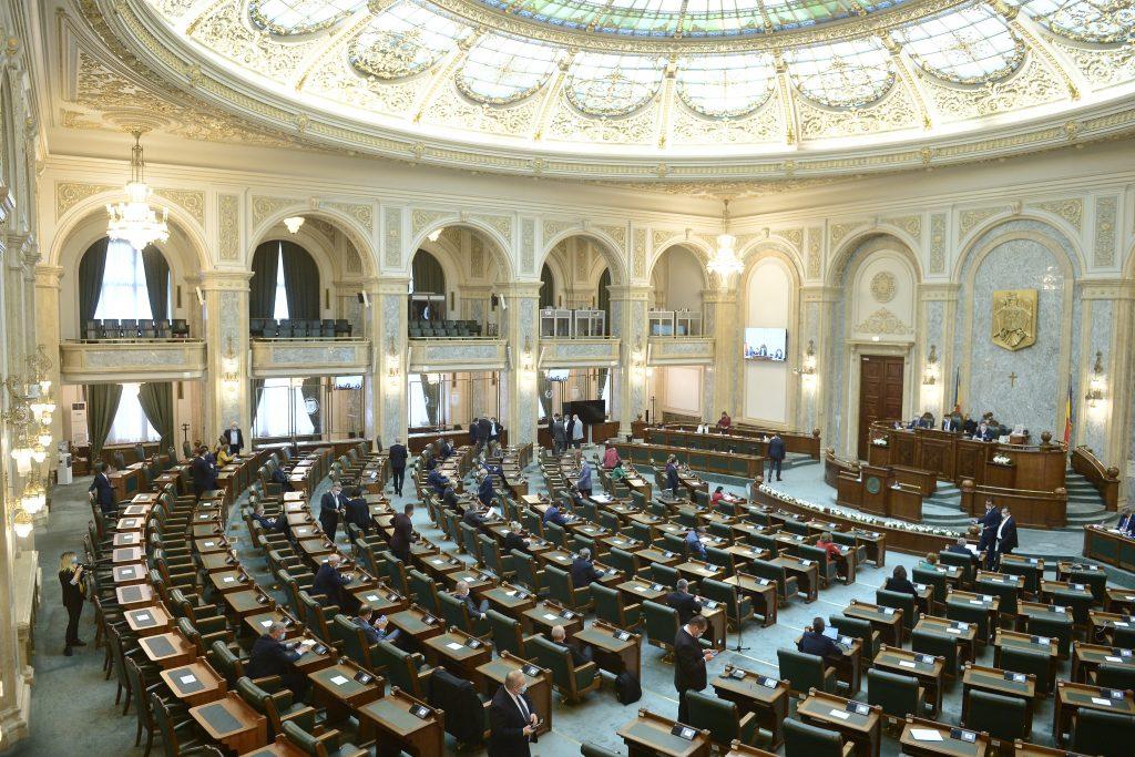 După impozitarea pensiilor speciale, desfiinţarea pensiilor parlamentarilor va fi discutată azi în Parlament