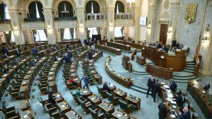 Impozitarea cu 90% a pensiilor speciale a fost respinsă de Senat. Reacția USR