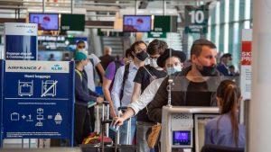 Creștere de 100% față de luna mai la rezervările pentru biletele de avion. Cât plătești dacă vrei în city-break