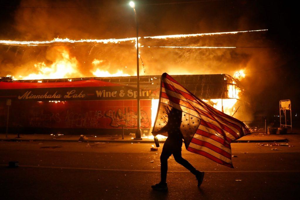 A opta zi de proteste în SUA. 200 de protestatari, arestați la New York – Garda Națională aruncă cu spray-uri cu piper