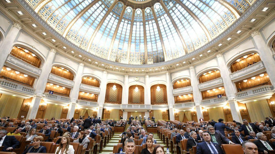 """Impozitarea pensiilor speciale cu 85%, votată de Camera Deputaților. Va merge la Klaus Iohannis pentru promulgare. """"Suntem cu conștiința împăcată"""""""