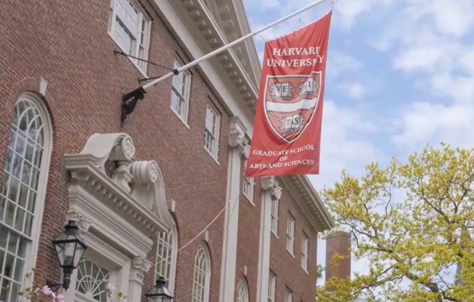 Decizie istorică provocată de coronavirus: Poți intra la Harvard, fără bac