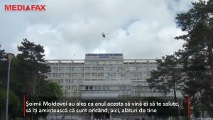 Gest inedit pentru medicii de la Spitalul Județean Suceava: sute de trandafiri au căzut din elicopter, în semn de mulțumire pentru aceștia