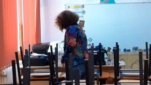 """Final de an școlar în vreme de Covid-19. Gestul neobişnuit făcut de învăţătoarea Cristina, la despărţirea de """"copiii ei"""""""