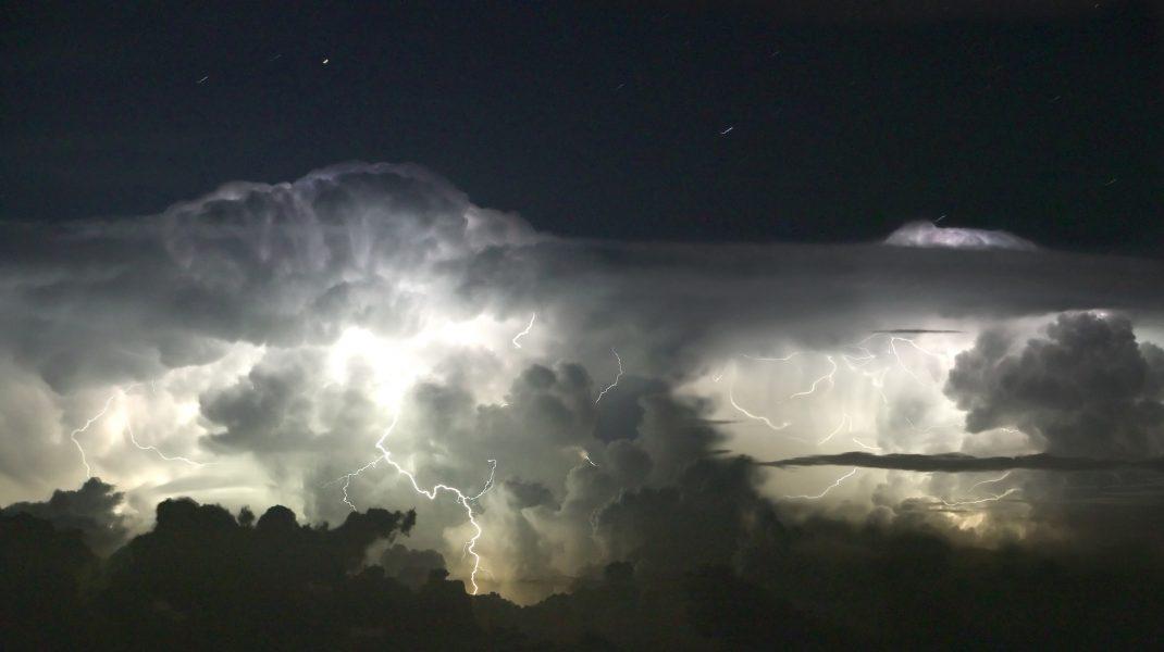 ALERTĂ METEO: Cod portocaliu de furtuni și galben de instabilitate atmosferică în România