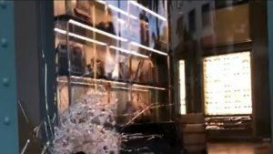 Ziua 6 de proteste în SUA. Magazinele Gucci și Chanel, de pe celebra Rodeo Drive, jefuite de manifestanți VIDEO