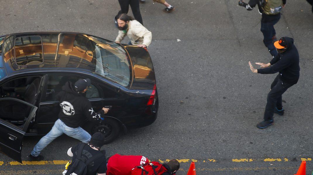 Bărbat împușcat în mijlocul protestelor din Seattle. Victima se află în stare stabilă