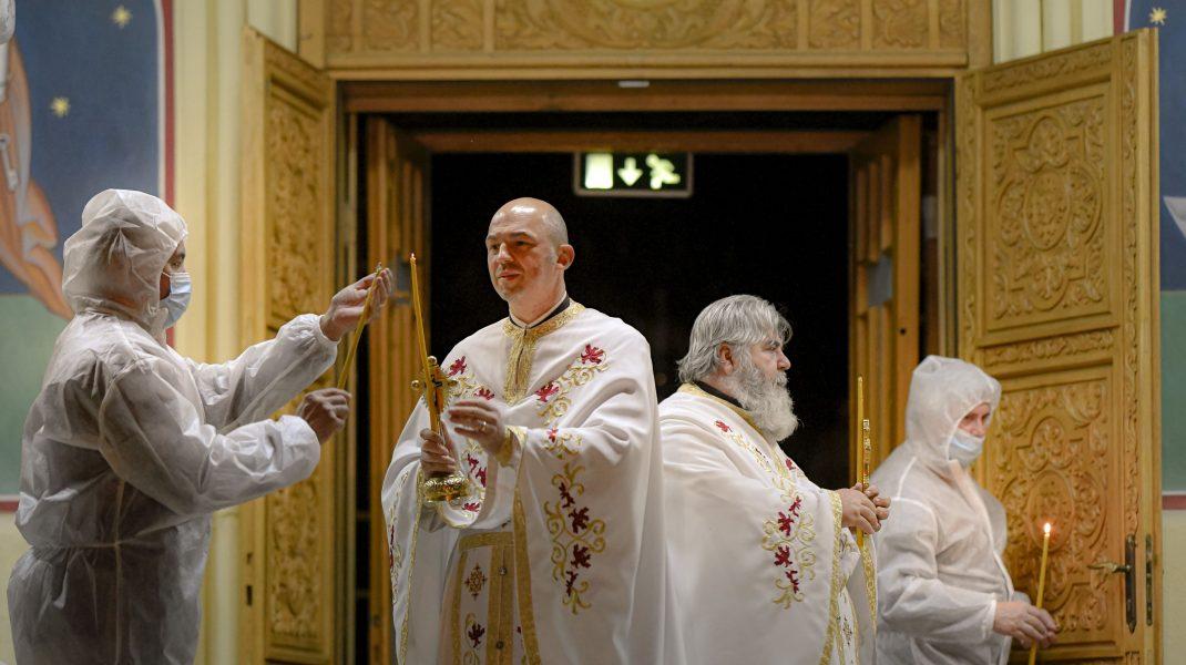 Credincioșii pot merge din nou la biserică. Uite cum se vor organiza slujbele și ce reguli sunt obligatorii pentru intrarea în biserică