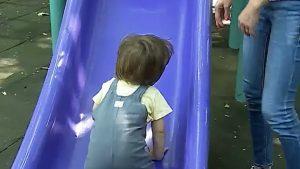 Restricţiile îl pun în dificultate pe Andrei, un tată care nu ştie pe unde să îşi mai plimbe băieţelul