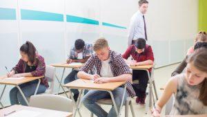 """BAC în sesiune specială pentru elevii infectați cu coronavirus. Orban: """"Nu li se poate răpi șansa de a da Bacalaureatul"""""""