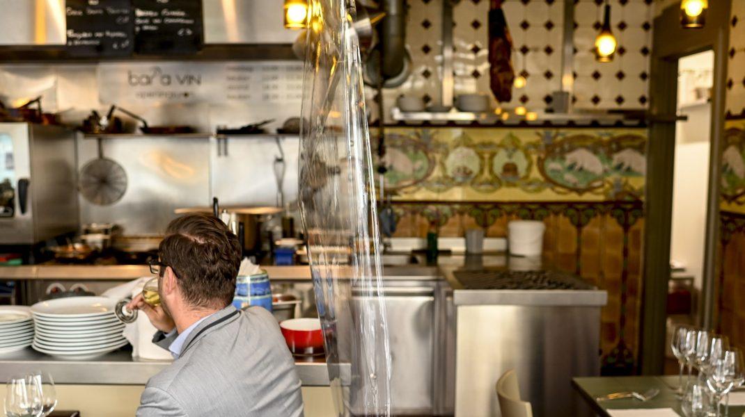 """Revolta proprietarilor de restaurante: """"Angajaţii nu au din ce trăi"""""""