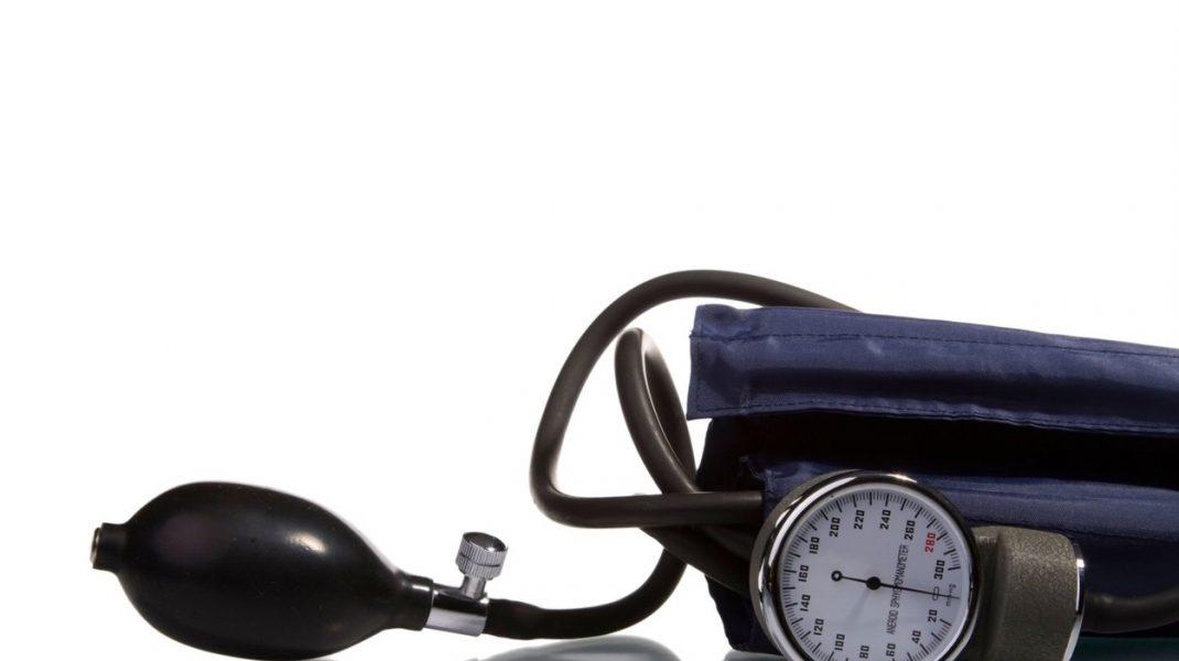 Hipertensiunea, o problemă majoră în tratarea unui pacient bolnav de COVID-19. Ce spun cardiologii