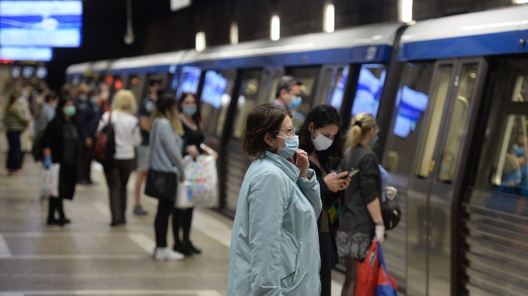 """Călătorii se simt nesiguri atunci când circulă cu metroul, din cauza coronavirusului. """"Mi-a fost teamă"""""""