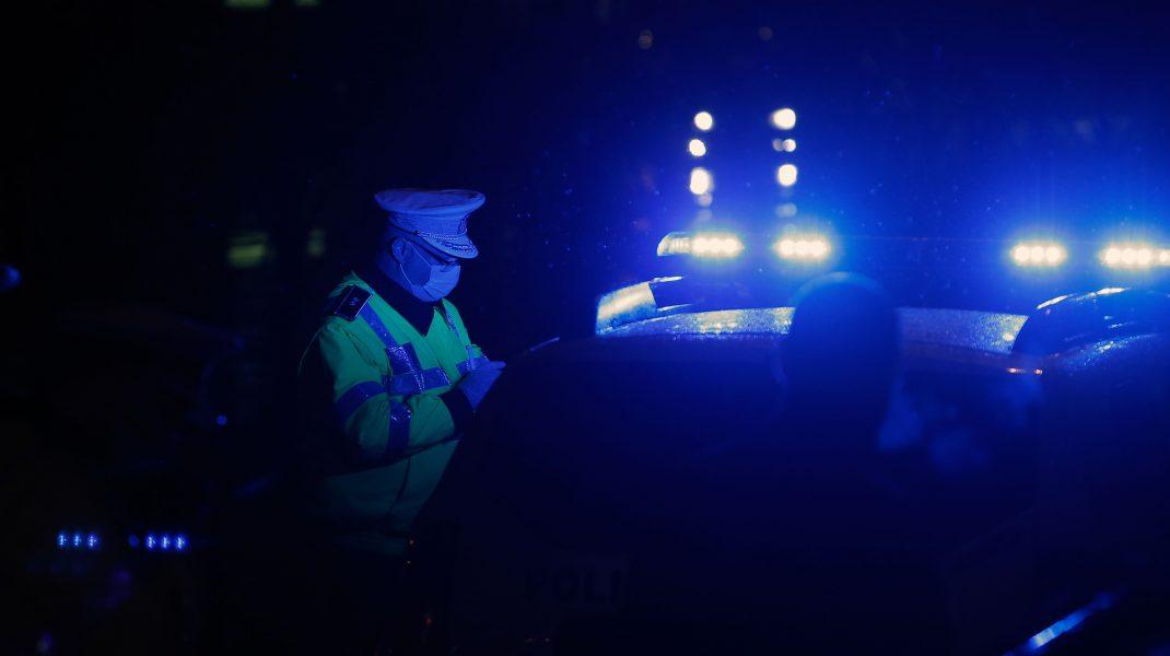 VIDEO Un șofer nervos lovește cu pumnul un polițist care îi cere să se legitimeze