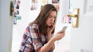 Vei fi acuzat de violență domestică dacă hărţuiești, ameninţi și publici poze intime online