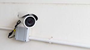 """""""Ochii"""" care văd hoții, dar se pot întoarce împotriva ta: Camerele de supraveghere în blocuri, subiect controversat"""