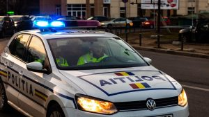 Un bărbat a murit la puțin timp după ce a fost imobilizat de poliţişti pentru că se comporta agresiv