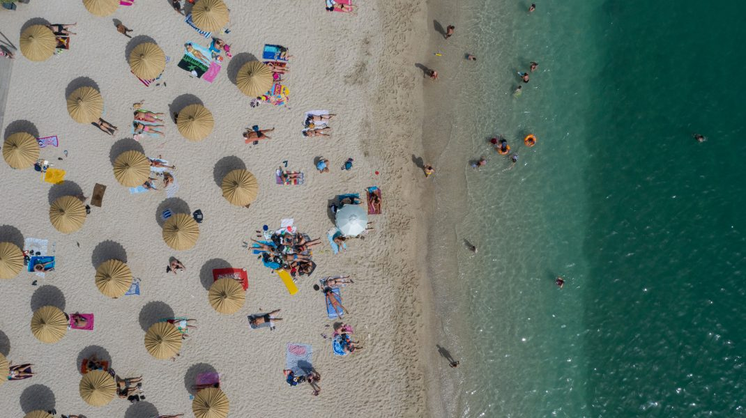 Vrei vacanță pe plajele din Grecia sau Bulgaria? Surse: Ai putea scăpa de cele 14 zile de izolare