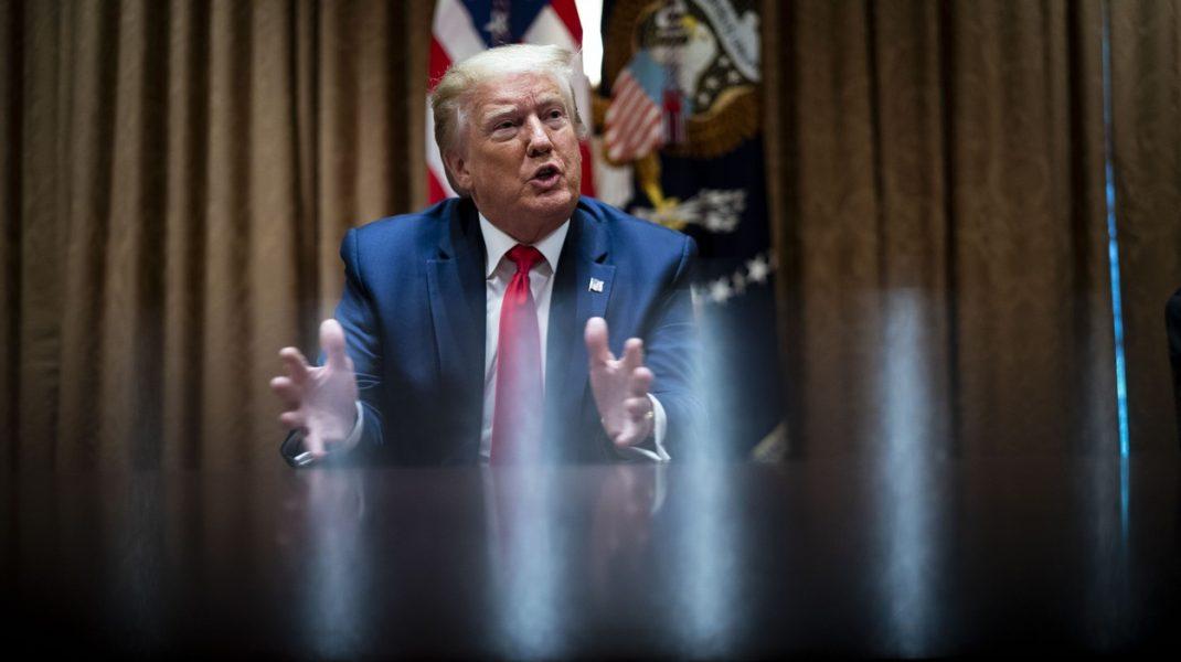 """Donald Trump face afirmații controversate: Tehnica """"strangulării"""", necesară poliţiştilor în unele situaţii, dar ar trebui eliminată"""