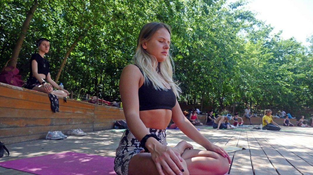 Cum te protejează yoga de Covid-19. Sfaturile unui instructor
