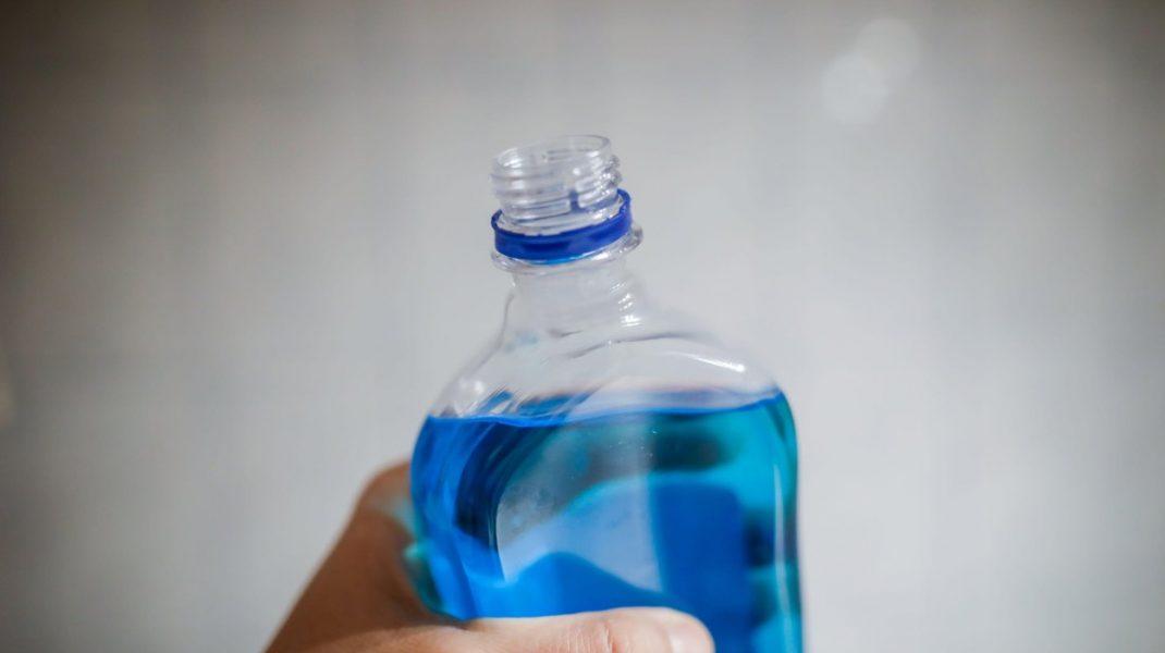 Un ieșean a murit după ce a băut spirt fabricat cu alcool metilic. Primarul comunei a luat măsuri urgente
