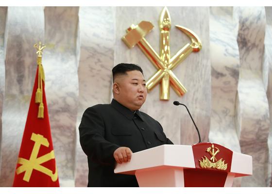 """generalii au pozat """"ca niște gangsteri"""" alături de liderul lor, Kim Jong Un"""