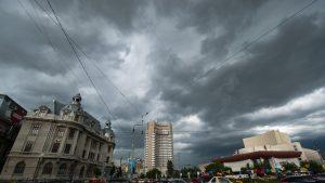 Județele în care se anunță cod portocaliu de furtună până sâmbătă. Cum va fi vremea în Capitală