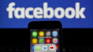 """Facebook a eliminat sute de conturi care """"promovau violența"""". Aparțineau unei mișcări de extremă dreapta"""
