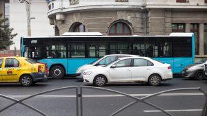 Autobuzele au liber să circule pe liniile de tramvai. Cu cât se reduce timpul parcurs pe drum