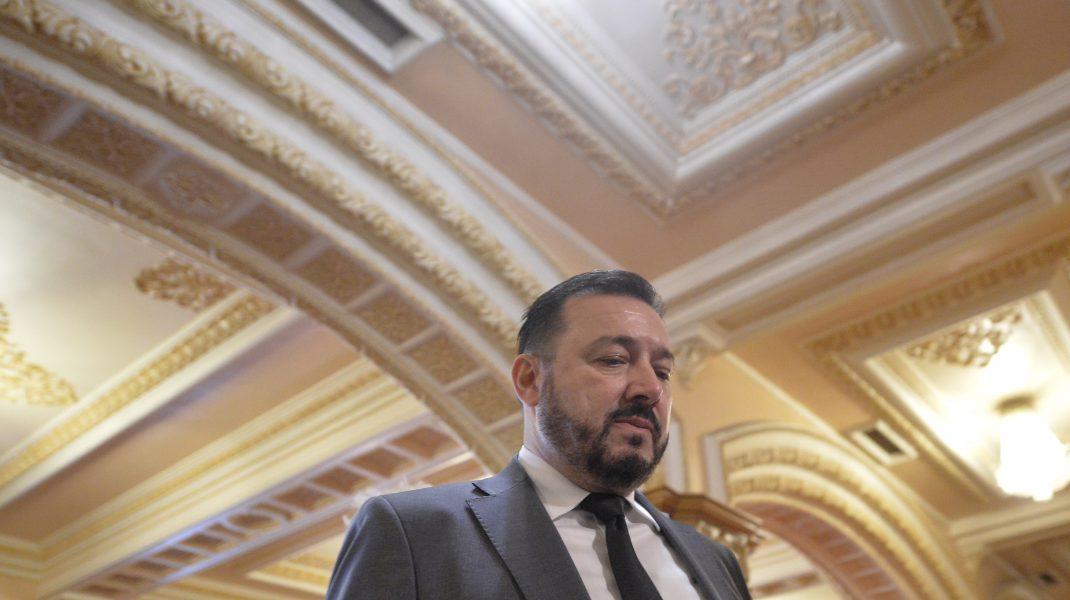 """Deputatul """"Mitralieră"""" a fost amendat pentru că nu a purtat mască de protecţie în benzinărie. Reacția politicianului"""