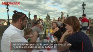 Cehii au sărbătorit sfârșitul pandemiei de COVID-19 cu o petrecere: 2000 de persoane s-au strâns la masă