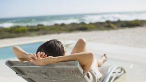 Expunerea excesivă la soare favorizează apariția melanomului. Uite cum te poți proteja