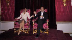 Ghislaine Maxwell, presupusa complice a lui Jeffrey Epstein, și Kevin Spacey, fotografiați pe tronul regal de la Buckingham