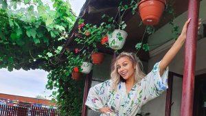 Lora a revenit acasă după 5 luni de izolare în Bali. Ce spune despre experiența trăită