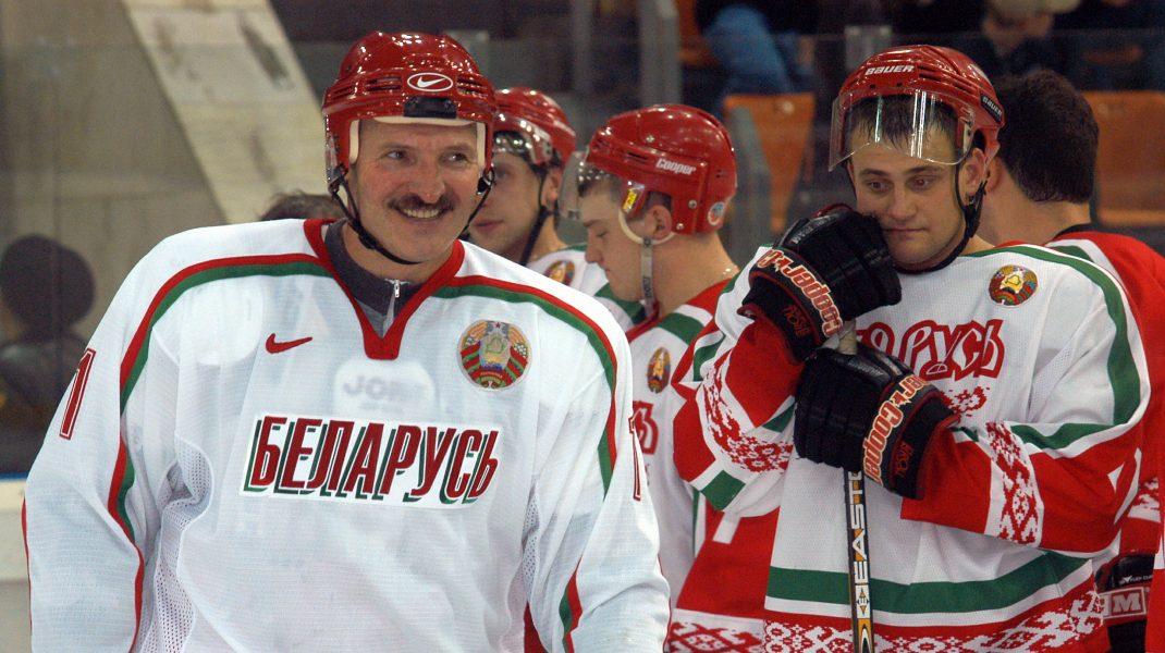 """Lukashenko, infectat cu COVID-19. """"50 de militri de vodkă te țin departe de virus"""", spune președintele"""