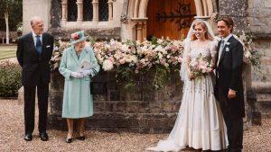 Cum arată o nuntă regală în pandemie. Prințesa Beatrice a purtat rochia Reginei