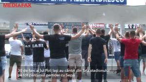 """Fanii Poli Iași își susțin echipa din fața stadionului: """"Rednic poate să ne ridice deasupra liniei de retrogradare"""""""