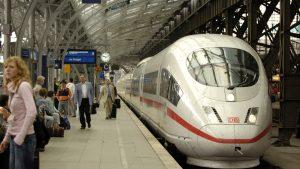 Peste 300 de pasageri ai unui tren de mare viteză au fost evacuați în apropierea Berlinului. Poliția a intervenit