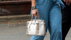 Suma record pe care a plătit-o un cumpărător anonim pentru o geantă de lux din piele de crocodil, cu diamante și aur alb