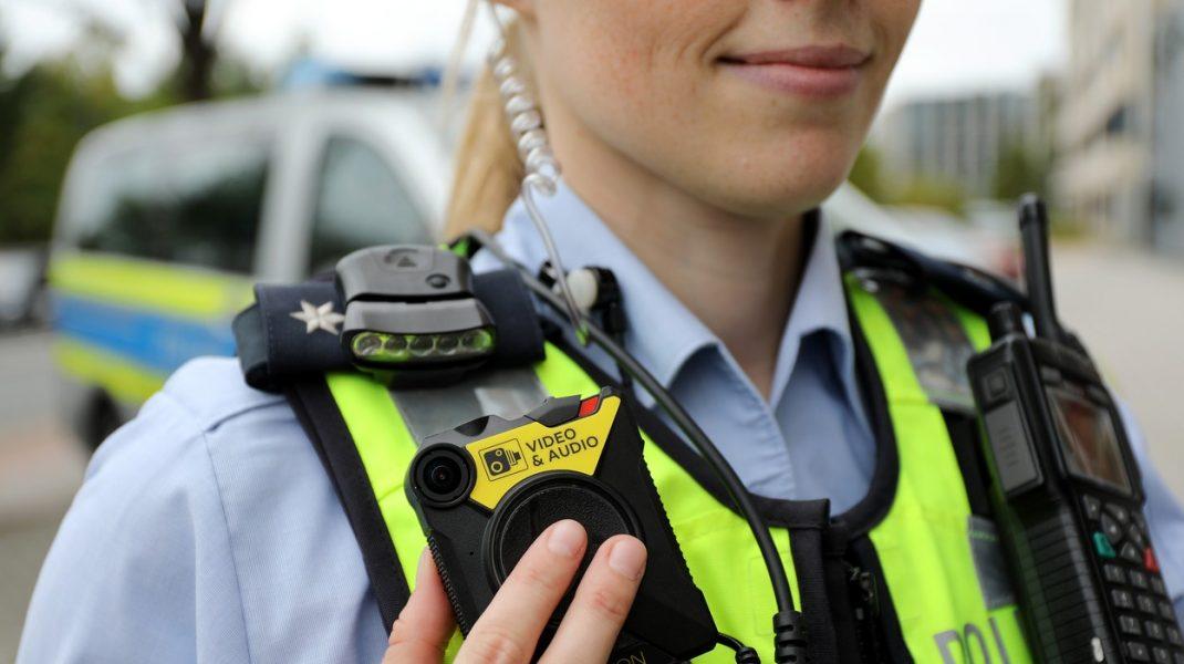 """Adio dispute din cauza aplicării legii în mod """"greșit"""". 12.000 de camere video corporale vor ajunge la polițiști"""